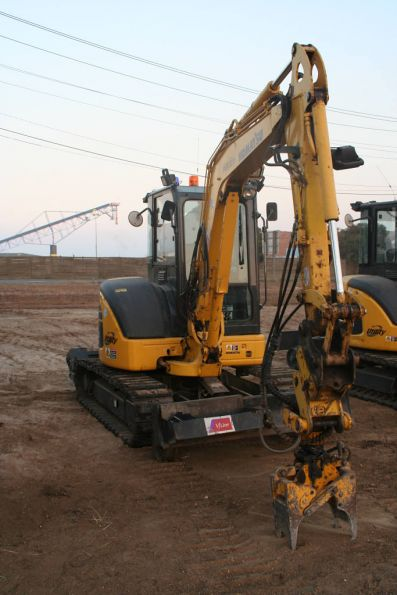 Sleeper grabbing attachment on an excavator