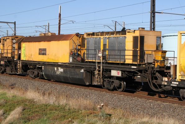 Generator and accommodation unit of rail grinder MMY034