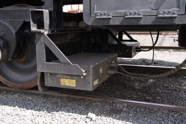 Laser guidance / sensor equipment under the leading vehicle