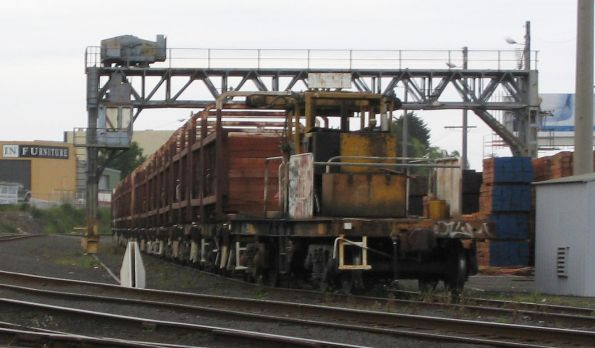 Sleeper discharge transport wagon (either VZCA 1 or 2) on the end of a rake of sleeper discharge wagons