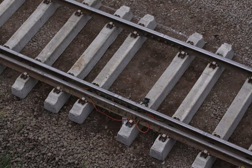 Rail joint on the resleepered track