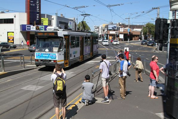 Lunch time at Moonee Ponds Junction, A2.300 heads for Essendon Depot
