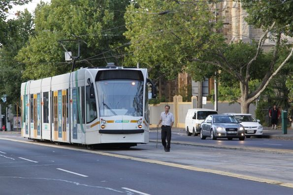 Driver of D2.5007 changes ends on Nicholson Street at Gertrude Street