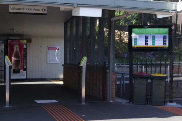 TramTracker screen at Kooyong platform 1, displaying route 16 trams