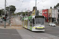 D1.3515 on route 72 crosses the tramway square at Gardiner station