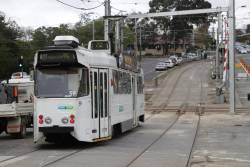 Z1.59 crosses the Gardiner tramway square with a citybound route 72 service