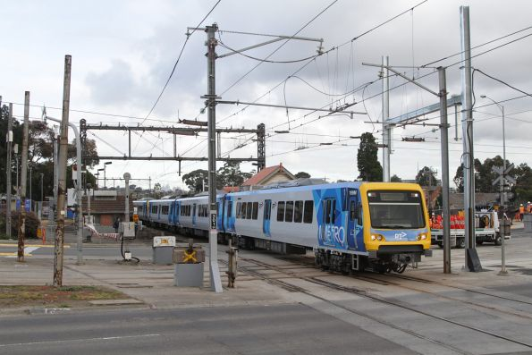 X'Trapolis 199M departs Gardiner with a down Glen Waverley service