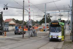 Z3.143 crosses the tram square at Gardiner with a citybound route 72 service