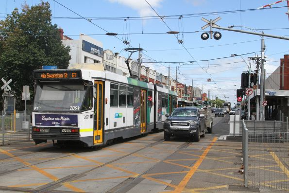 B2.2091 inbound on route 67 crosses the tram square at Glenhuntly