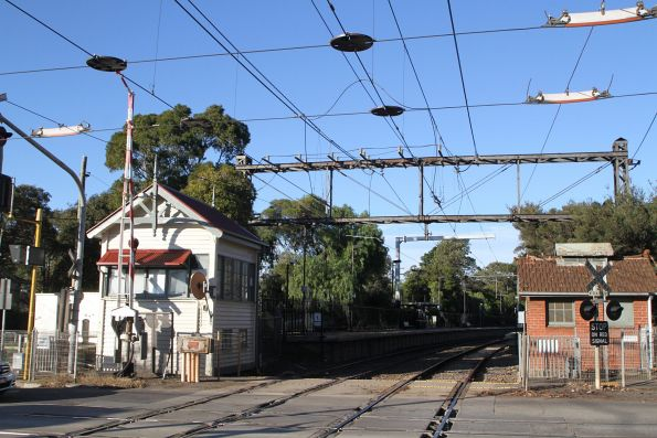 Glenferrie Road level crossing at Kooyong