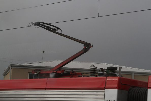 Single pantograph atop the centre carriage of an A-City EMU