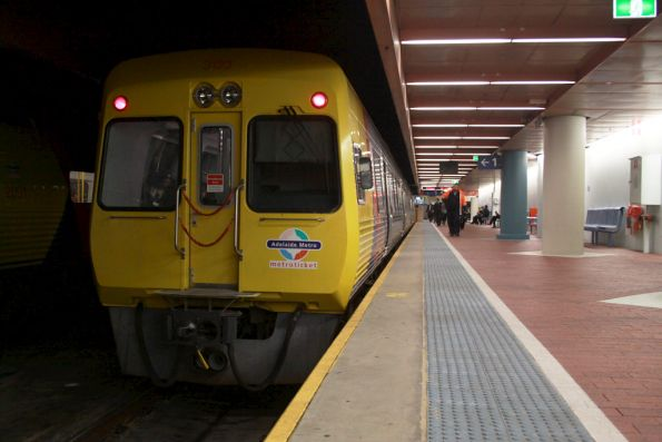 Comeng 3123 and class about to depart Adelaide station