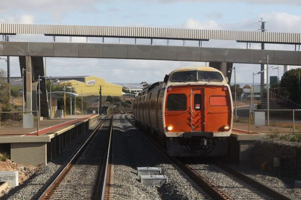 3-car Jumbo set stops for passengers at Lonsdale station