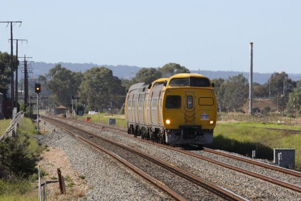 3-car Jumbo set approaches Kilburn on a down Mawson Lakes service