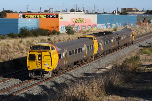 3-car Jumbo set in Adelaide Metro livery heads towards Noarlunga at Lonsdale