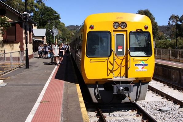 Picking up the after school crowds at Mitcham station, Comeng 3135 starts the trip up the hill towards Belair