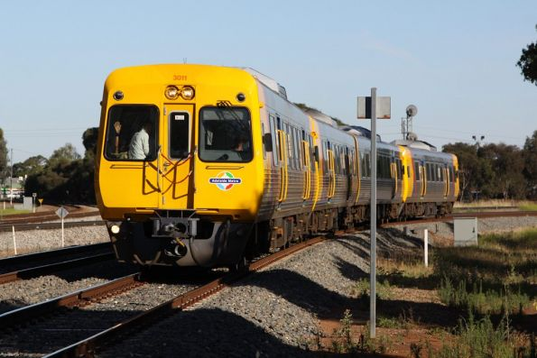 Packed up to the front windows: Comeng 3011 leads a 4-car train citybound in morning peak at Torrens Junction