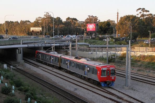 3102 arrives into Adelaide Showground station on a down Belair service