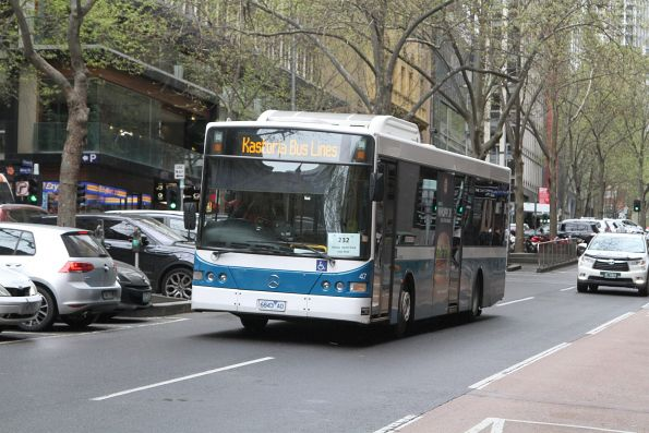 Kastoria bus #47 6843AO heads south on route 232 at Queen and Collins Street