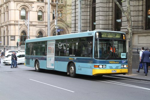 Ventura bus #1164 2513AO heads north on route 303 at Queen and Collins Street