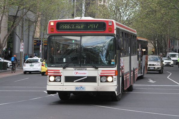 Transdev bus #23 4623AO on route 207 about to turn from Queen into Lonsdale Street