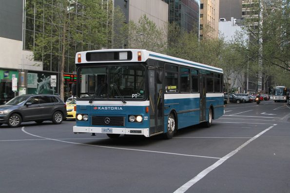 Kastoria high floor bus #22 1422AO heads north at Queen and Lonsdale Street