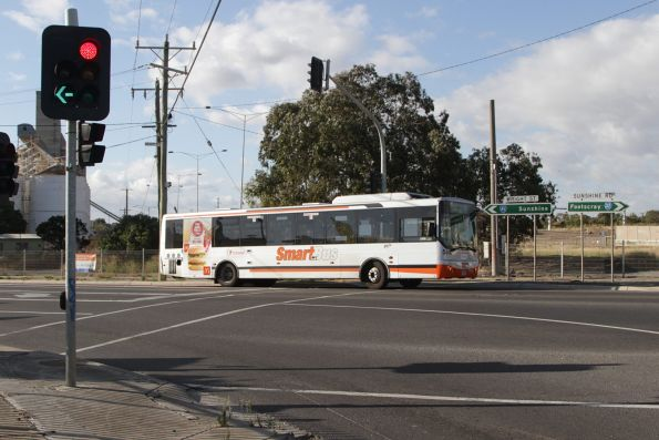 Transdev bus #564 rego 6341AO on an Altona-bound route 903 service turns from Wright Street into Market Road in Sunshine