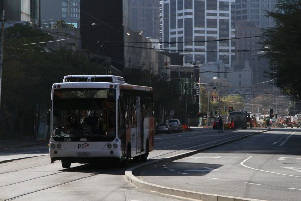 Transdev #548 rego 5844AO with a route 234 service heads along the shared bus/tram lane on Queensbridge Street