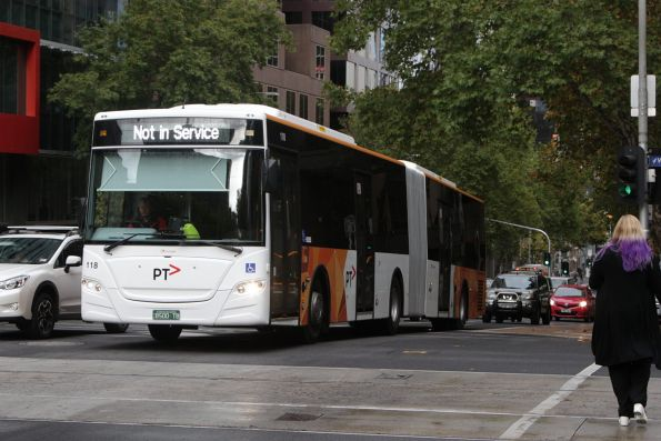 Transdev articulated bus #118 BS00TB heads east at Lonsdale and William Street