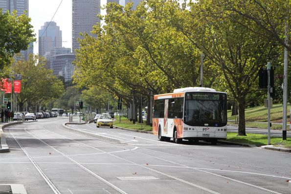Transdev bus #418 rego 7518AO, on route 219 along St Kilda Road