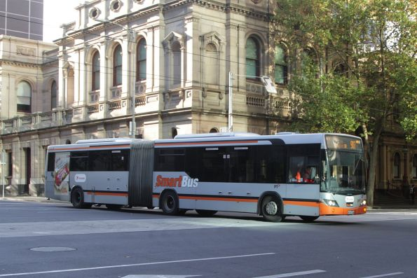 Transdev articulated bus #2001 8034AO westbound on route 907 at Lonsdale and William Street