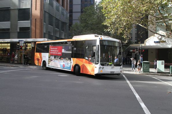 Transdev #549 5845AO on a terminating route 207 service does a u-turn at Queen Street and Flinders Lane