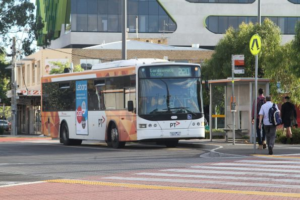 Transdev bus #425 7825AO on route 220 at Sunshine station