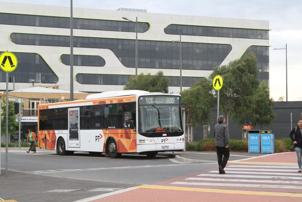 Transdev bus #441 9041AO on route 220 at Sunshine station