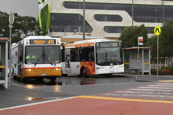 Sita bus #123 rego 9381AO on route 471 alongside Transdev #420 7520AO on route 220 at Sunshine station
