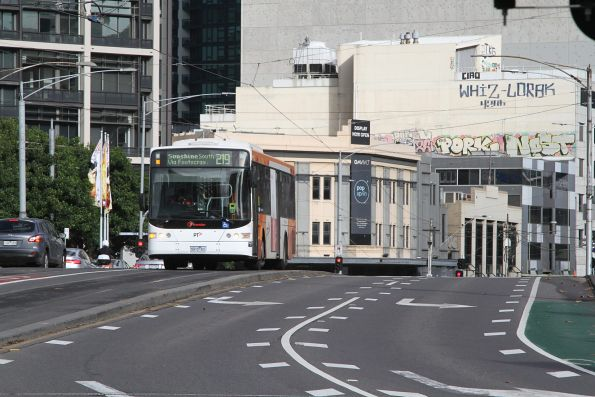 Transdev bus 5915AO on route 219 crosses Queens Bridge