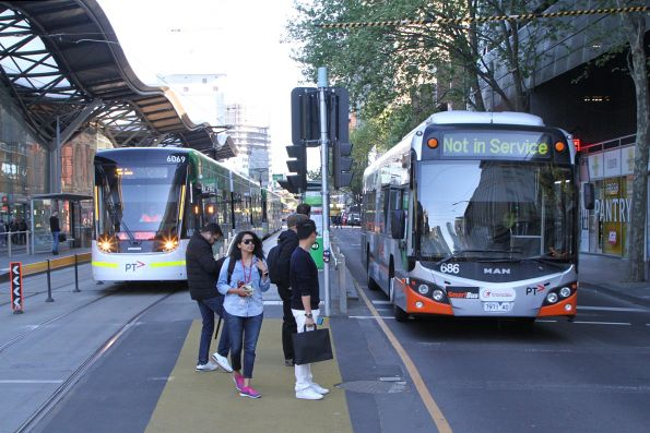 Transdev bus #686 7971AO not in service southbound at Spencer and Collins Street