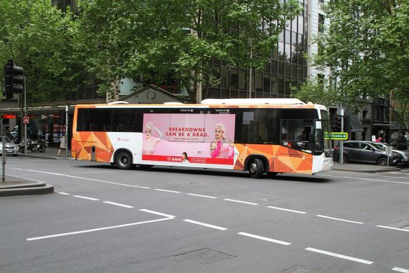 Transdev bus #518 2167AO does a u-turn on route 220 at Queen Street and Flinders Lane