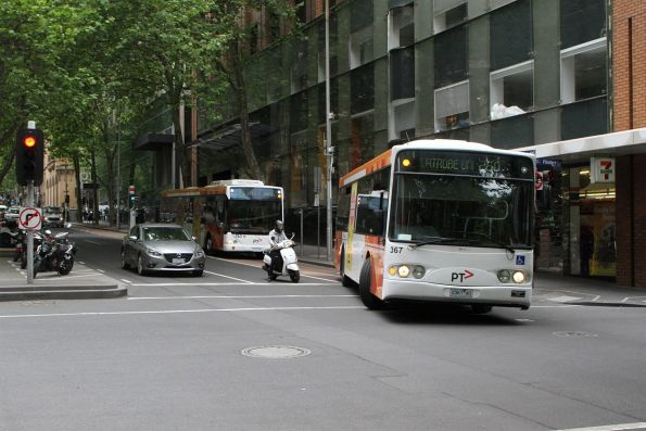 Transdev bus #367 0367AO does a u-turn on route 250 at Queen Street and Flinders Lane