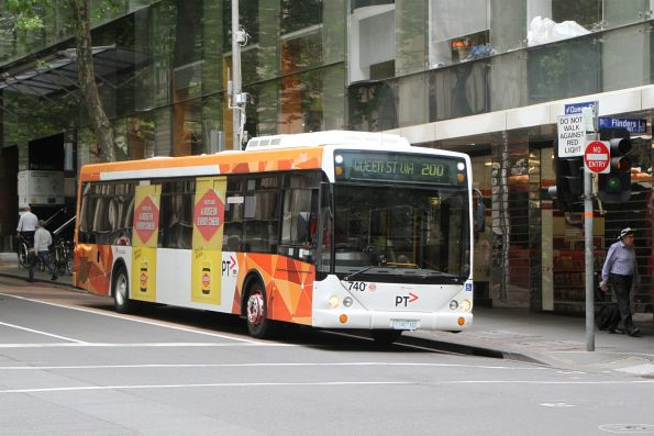 Transdev bus #740 1740AO does a u-turn on route 200 at Queen Street and Flinders Lane