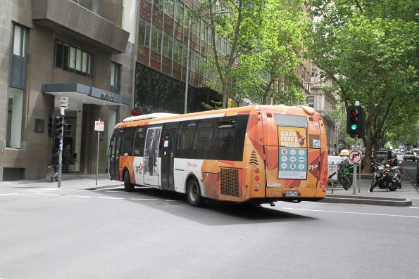 Transdev bus #600 6864AO does a u-turn at Queen Street and Flinders Lane