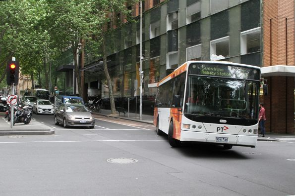Transdev bus #441 9041AO does a u-turn on route 216 at Queen Street and Flinders Lane