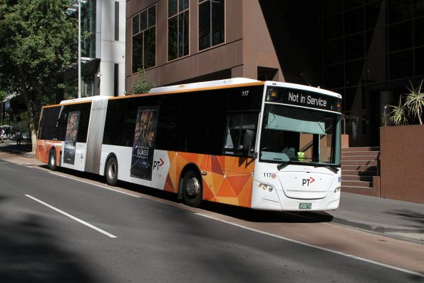 Transdev articulated bus #117 BS00TA at Lonsdale and William Street