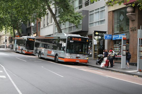 Transdev bus #8257 6676AO on route 905 at Lonsdale Street and Hardware Lane