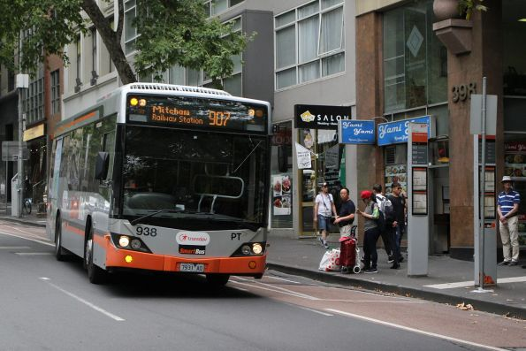 Transdev bus #938 7931AO on route 907 at Lonsdale Street and Hardware Lane