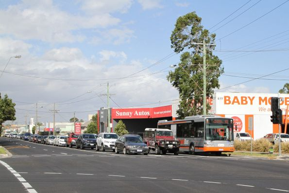 Transdev bus #8296 7528AO on route 903 gets a 'B' light at the corner of Wright Street and Hampshire Road in Sunshine