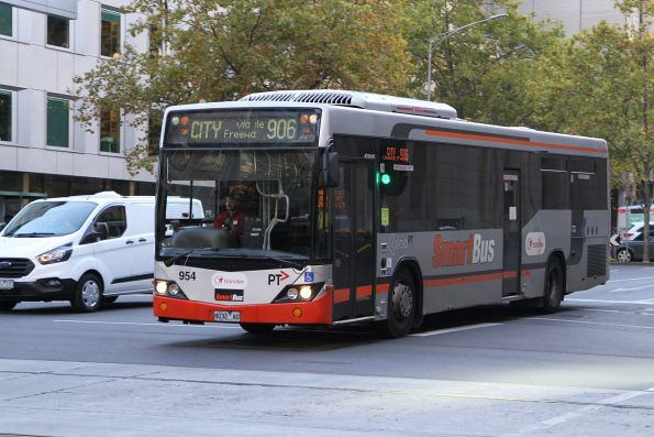 Transdev bus #954 8032AO on route 906 at Lonsdale and William Street