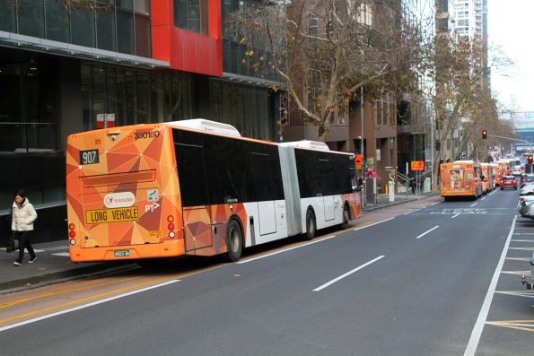 Transdev articulated bus #180 BS03WV heads west on route 907 at Lonsdale and William Street
