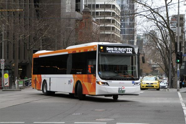 Transdev bus #1163 BS05AM turns from William into Bourke Street on route 232