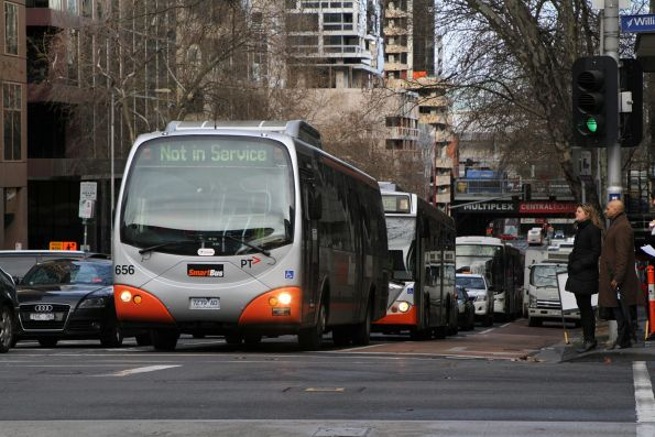 Transdev bus #656 7279AO heads east out of service at Lonsdale and William Street